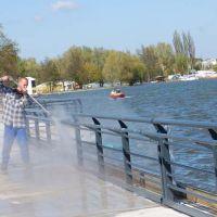 04-schwimmsteganlage-fachgerecht-reinigen-vogelkott-beseitigen