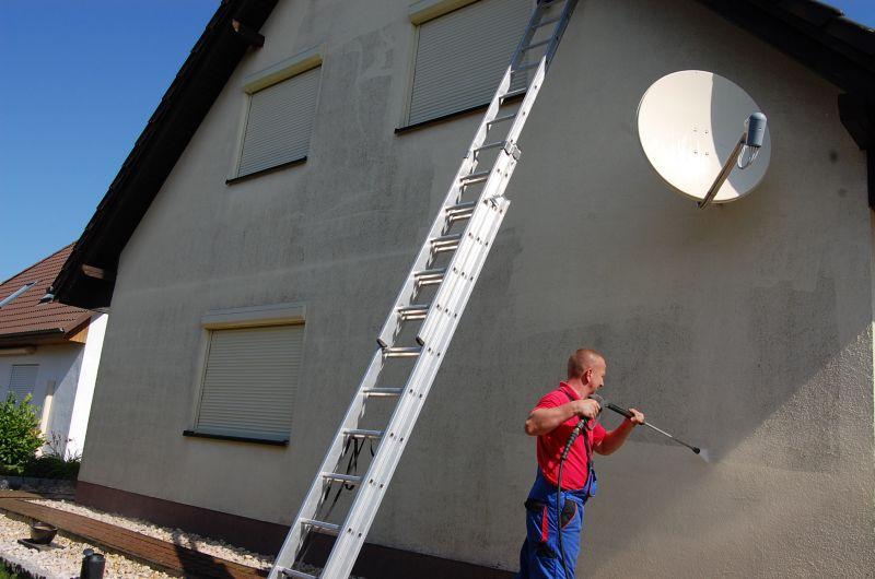 Fassade einfamilienhaus  Fassade Einfamilienhaus mit Hochdruckreiniger abwaschen reinigen ...