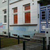 05-Graffitientfernung-in-Rostock-Garagentor-Fassade-reinigen-Farbe-einlesen