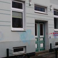 06-Graffitientfernung-in-Rostock-Garagentor-Fassade-reinigen-Farbe-einlesen