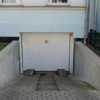 07-Graffitientfernung-in-Rostock-Garagentor-Fassade-reinigen-Farbe-einlesen