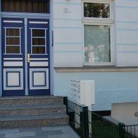 08-Graffitientfernung-in-Rostock-Garagentor-Fassade-reinigen-Farbe-einlesen