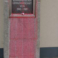 02-vandalismus-farbangriff-gerichtsgebaeude-graffiti-entfernt-rostock